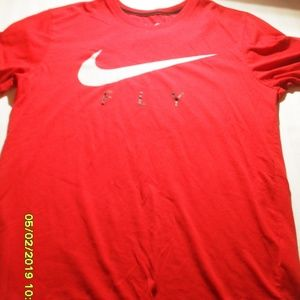 MEN'S NIKE DRI FIT SIZE MEDIUM T-SHIRT